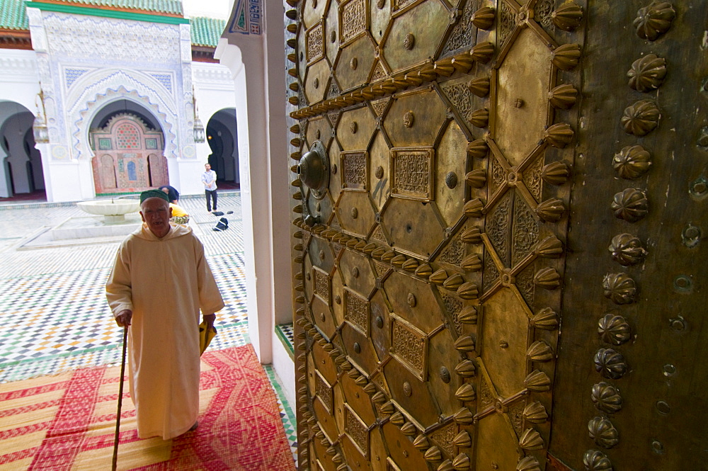 Old man leaving a mosque in the old Medina, UNESCO World Heritage Site, Fez, Morocco, North Africa, Africa