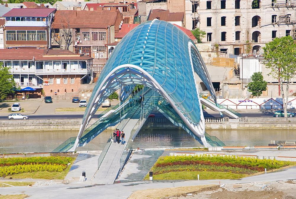 Newly constructed pedestrian bridge, Tiblisi, Georgia, Caucasus, Central Asia, Asia