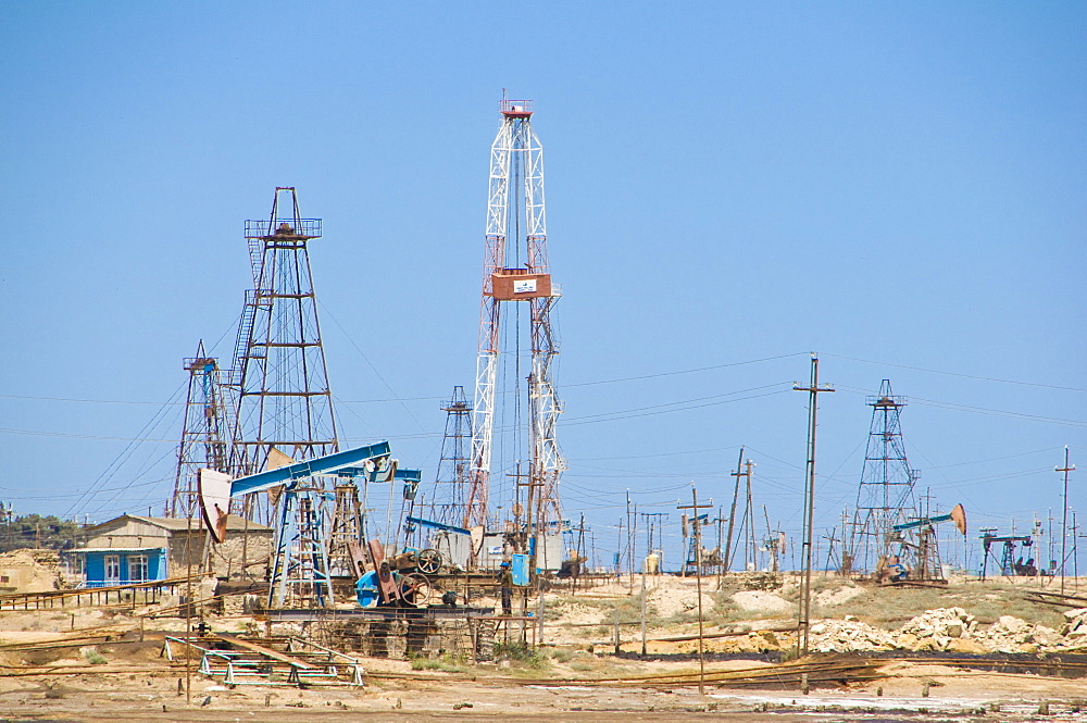 Old oil rigs at the Abseron Peninsula, near Baku, Azerbaijan, Central Asia, Asia