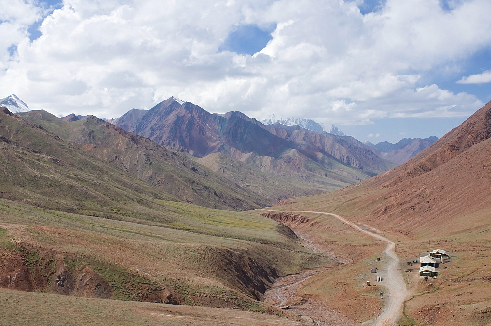 Border road between Tajikistan and Kyrgyzstan in the mountains, near Sary Tash, Kyrgyzstan, Central Asia