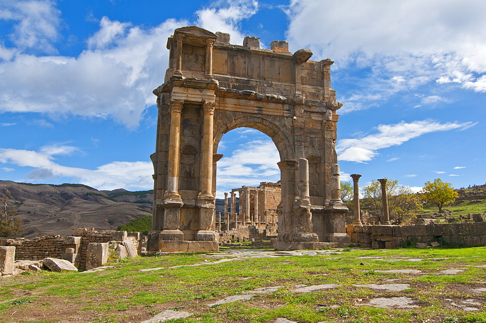 The Arch of Caracalla at the Roman ruins of Djemila, UNESCO World Heritage Site, Algeria, North Africa, Africa