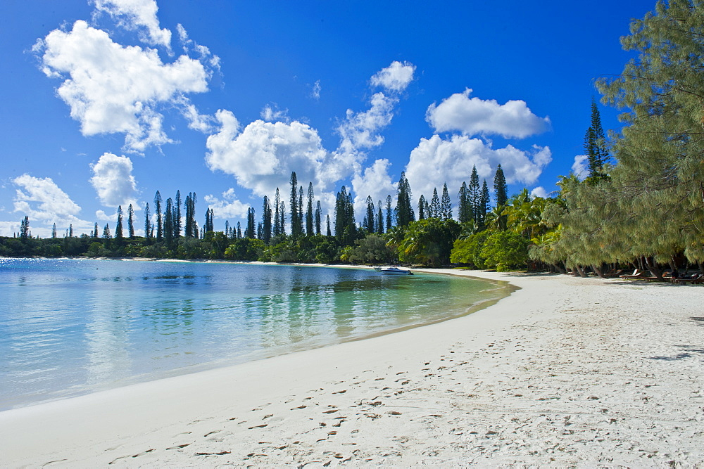 White sand beach, Bay de Kanumera, Ile des Pins, New Caledonia, Melanesia, South Pacific, Pacific