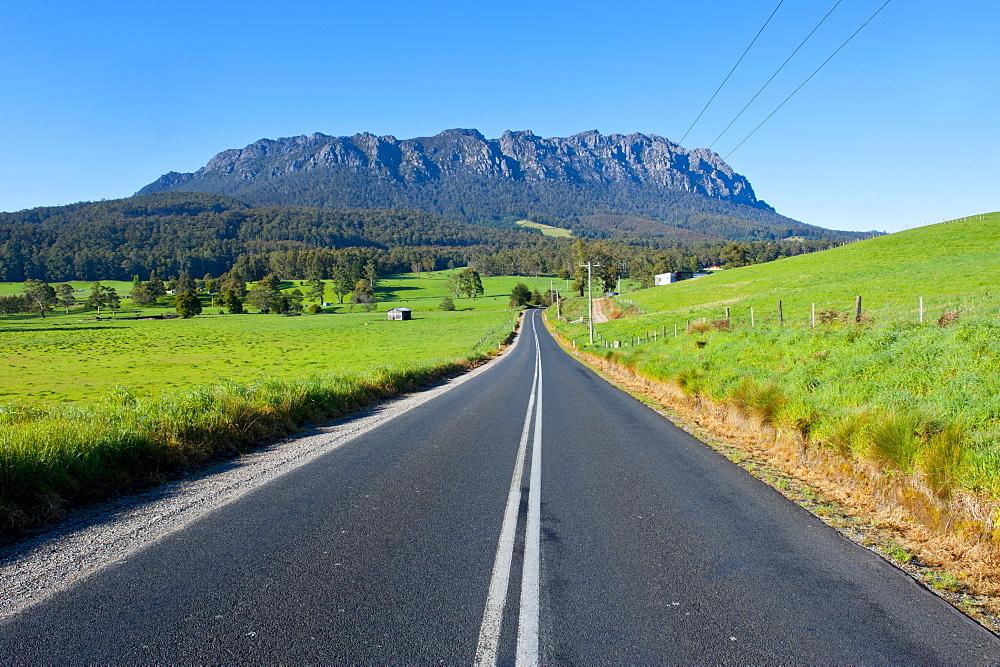 Cradle Mountain seen from around Sheffield, Tasmania, Australia, Pacific  - 816-3722