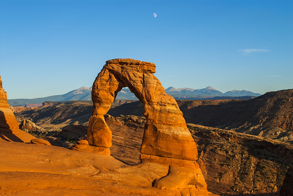 View of Delicate Arch, Arches National Park, Utah, United States of America, North America