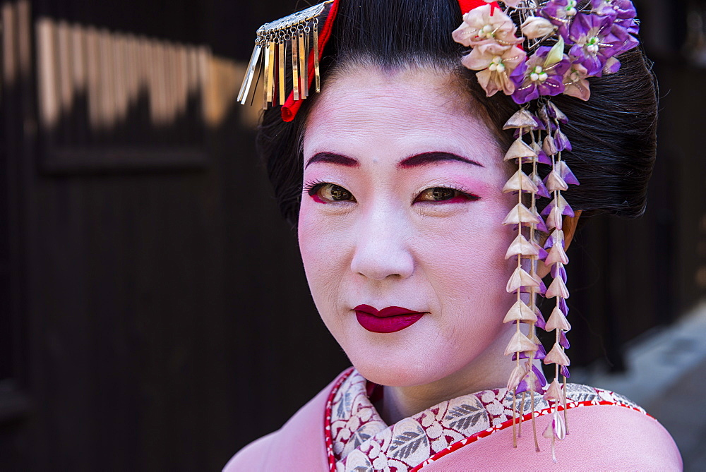 Traditionally dressed Geishas in the old quarter of Kyoto, Japan, Asia