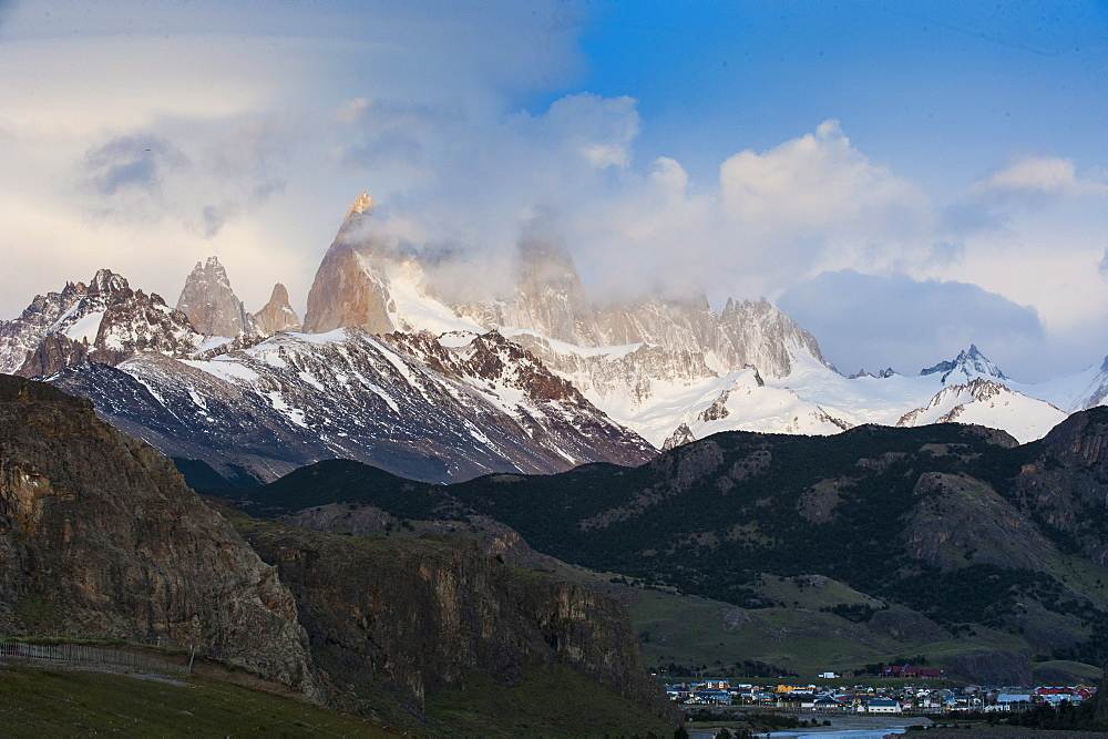 View of Mount Fitzroy (Cerro Fitz Roy) near El Chalten, Los Glaciares National Park, UNESCO World Heritage Site, Santa Cruz Province, Patagonia, Argentina, South America
