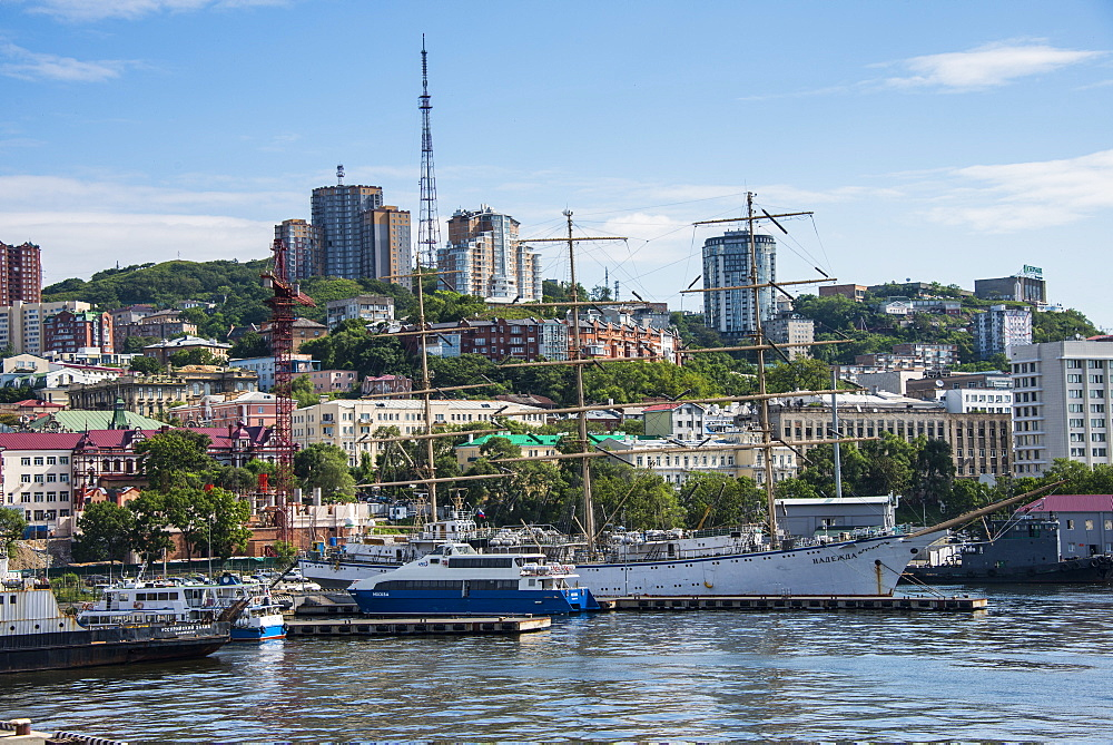 View over the harbour of Vladivostok, Russia, Eurasia