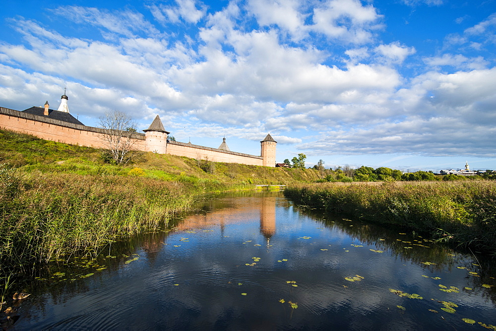 Kamenka River and the Kremlin, UNESCO World Heritage Site, Suzdal, Golden Ring, Russia, Europe