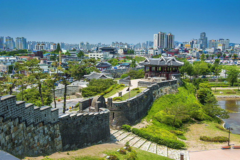Huge stone walls the fortress of Suwon, UNESCO World Heritage Site, South Korea, Asia