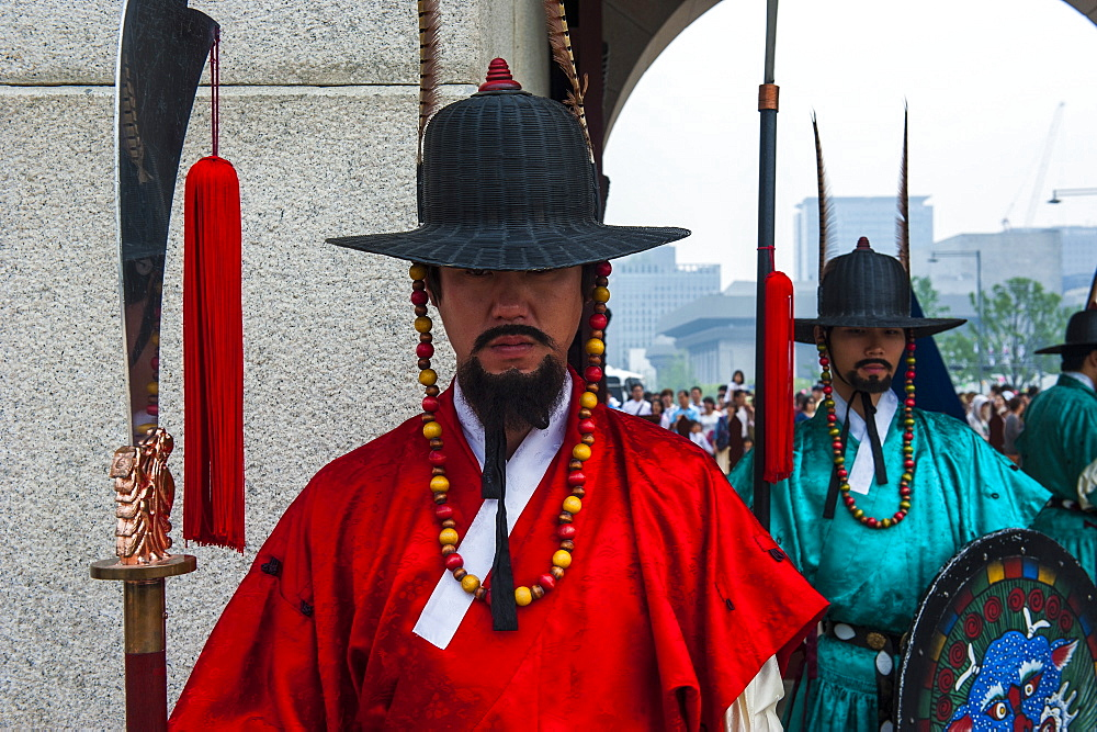 Ceremonial changing of the guard, Gyeongbokgung Palace, Seoul, South Korea, Asia