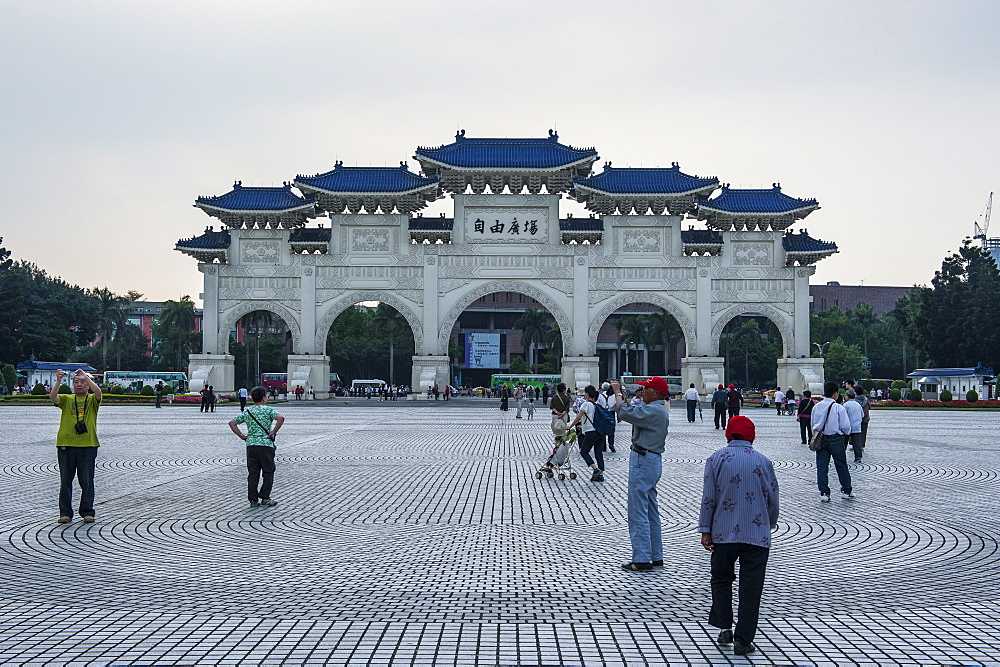 View over huge area in front of the Chiang Kai-Shek Memorial Hall, Taipei, Taiwan, Asia