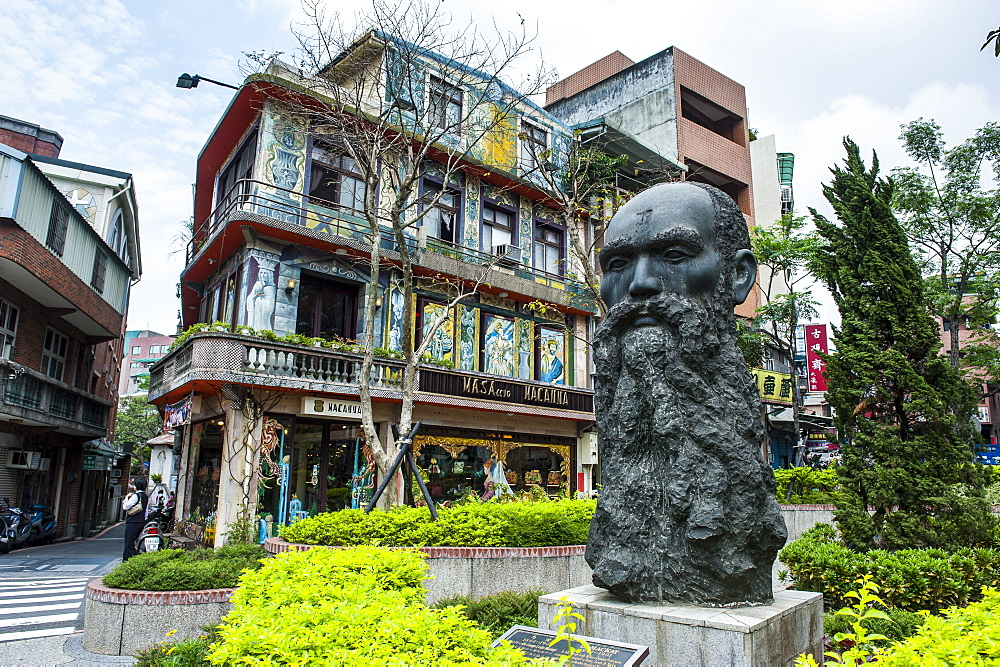 Statue of Dr. Mackay on a square in Danshui suburb of Taipeh, Taiwan, Asia