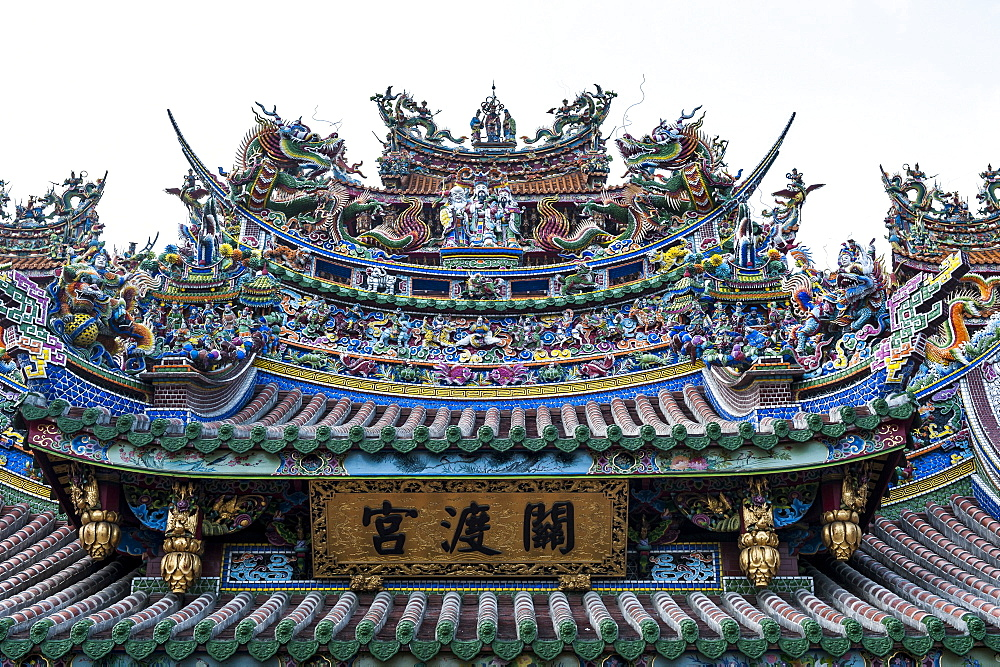 Colourful ornamented roof, Guandu temple, Guandu, Taipeh, Taiwan, Asia