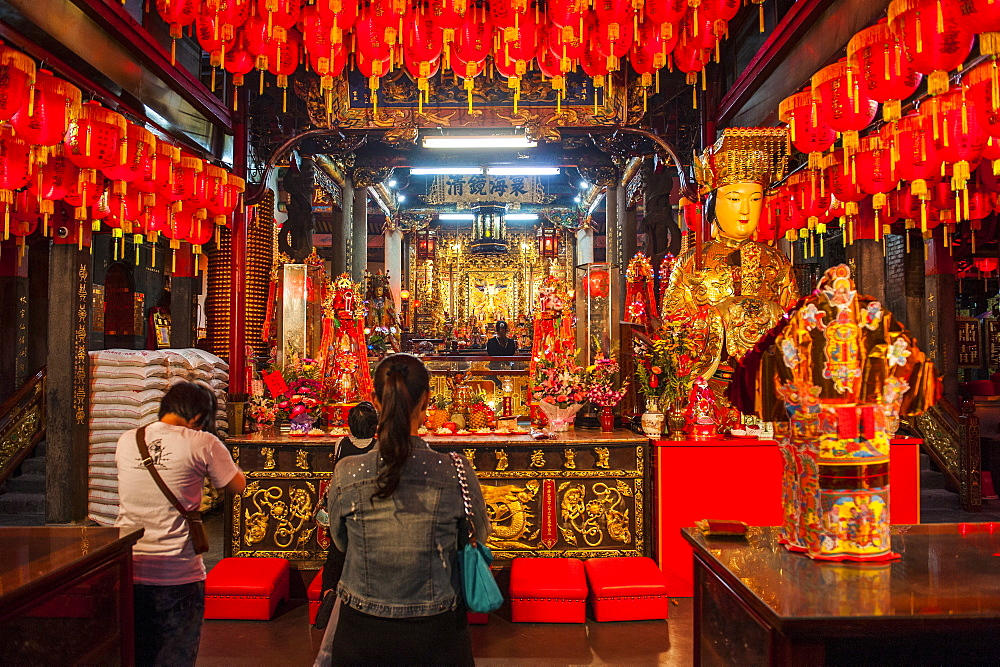 Buddhist Temple in the Shilin Night Market, Taipei, Taiwan, Asia