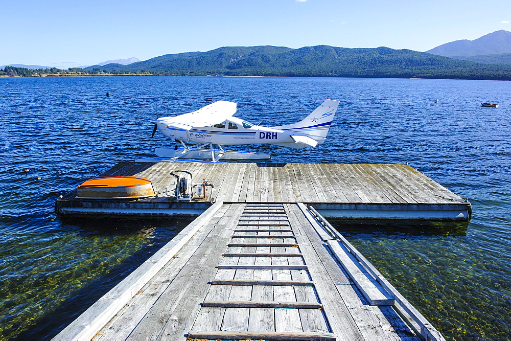 Waterplane on the shores of Lake Te Anau in Te Anau, Fiordland National Park, UNESCO World Heritage Site, South Island, New Zealand, Pacific