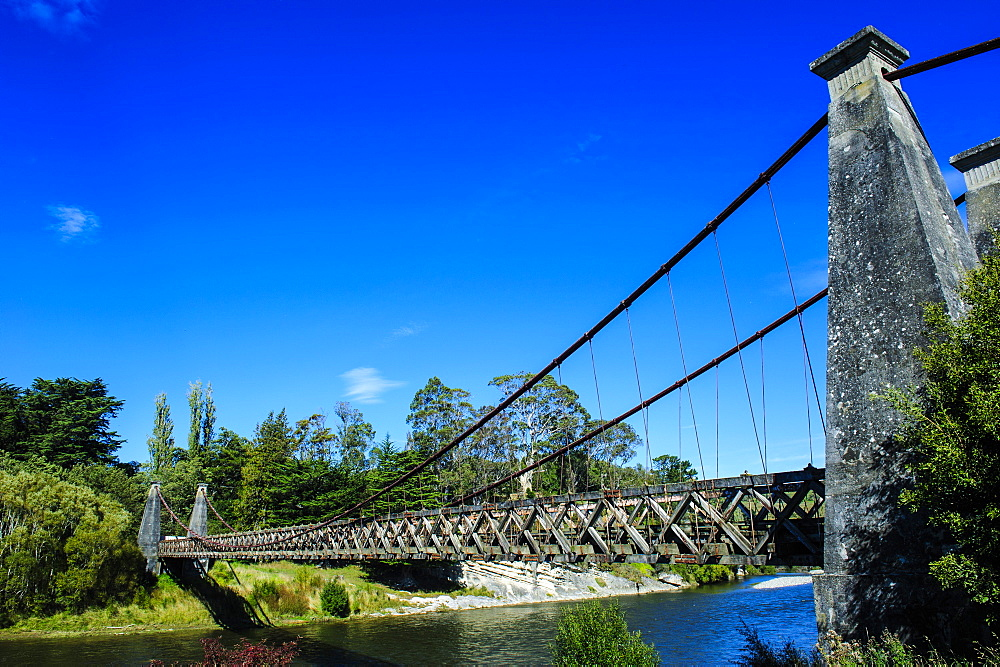 Clifden Suspension Bridge, road from Invercargill to Te Anau, South Island, New Zealand, Pacific