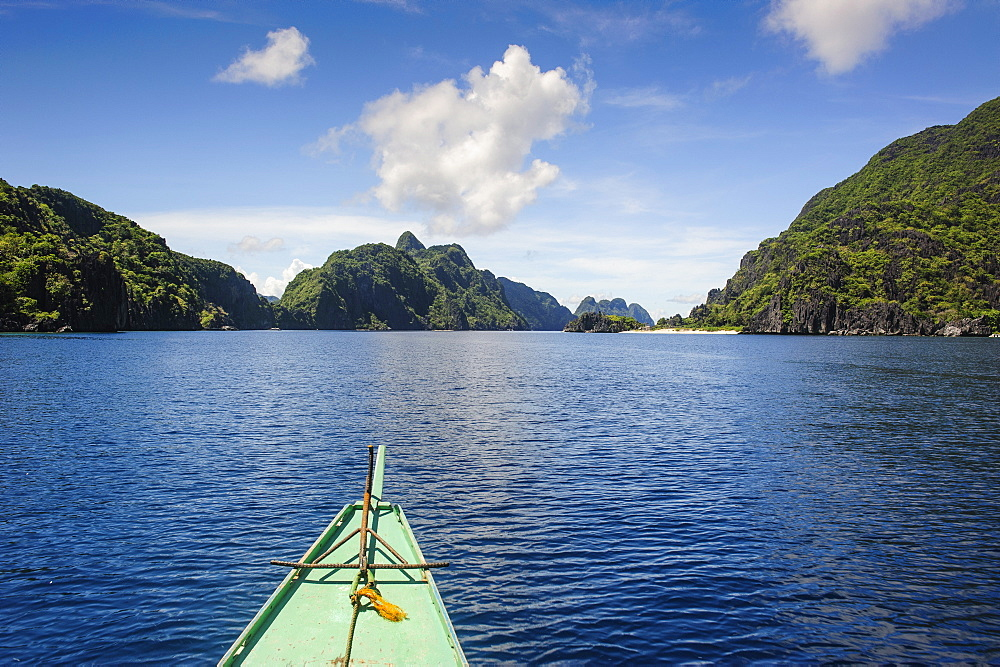 how was the philippine archipelago formed Sometimes,islands are formed very close together,in clusterssuch a cluster of islands is called an archipelago archipelagos can be made up of hundreds,or even thousands of islands these islands may differ from one another in their plant and animal life japan,indonesia,the philippines,azores,and.