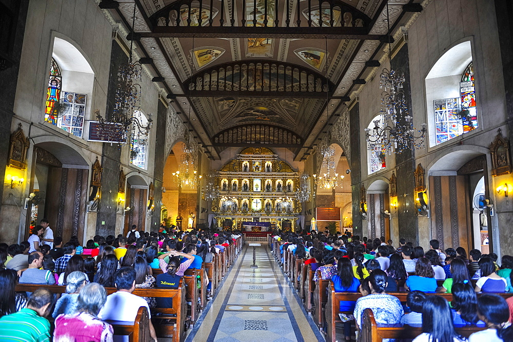 Easter Procession in the Basilica de Minore del Santo Nino, Cebu City, Cebu, Philippines, Southeast Asia, Asia