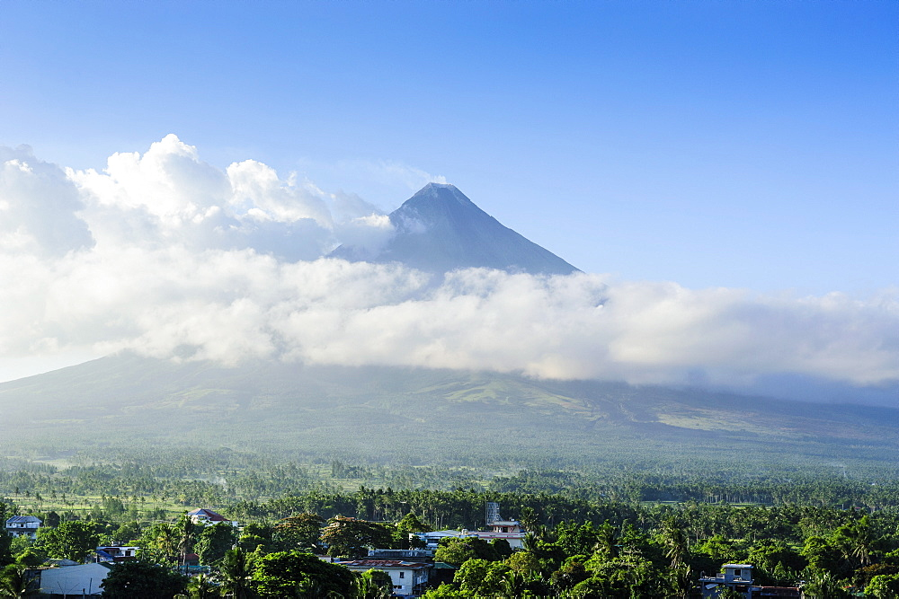 View from the Daraga church over volacano Mount Mayon, Legaspi, Southern Luzon, Philippines