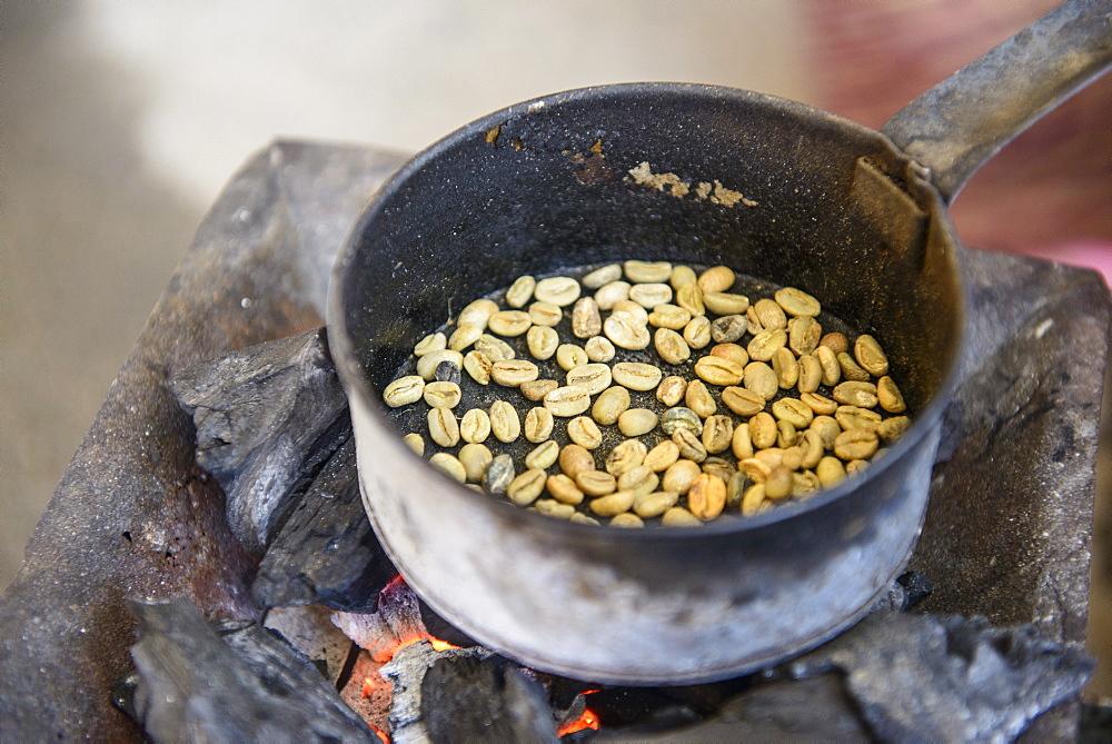 Roasting coffee beans, Keren, Eritrea, Africa