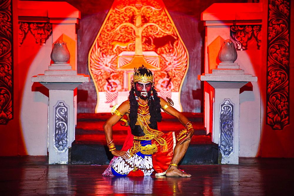 Dancer at a traditional  Javanese dance, Yogyakarta, Java, Indonesia, Southeast Asia, Asia