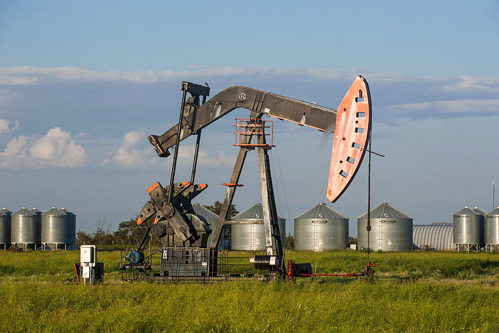 Oil rig on a field, Saskatchewan, Canada, North America