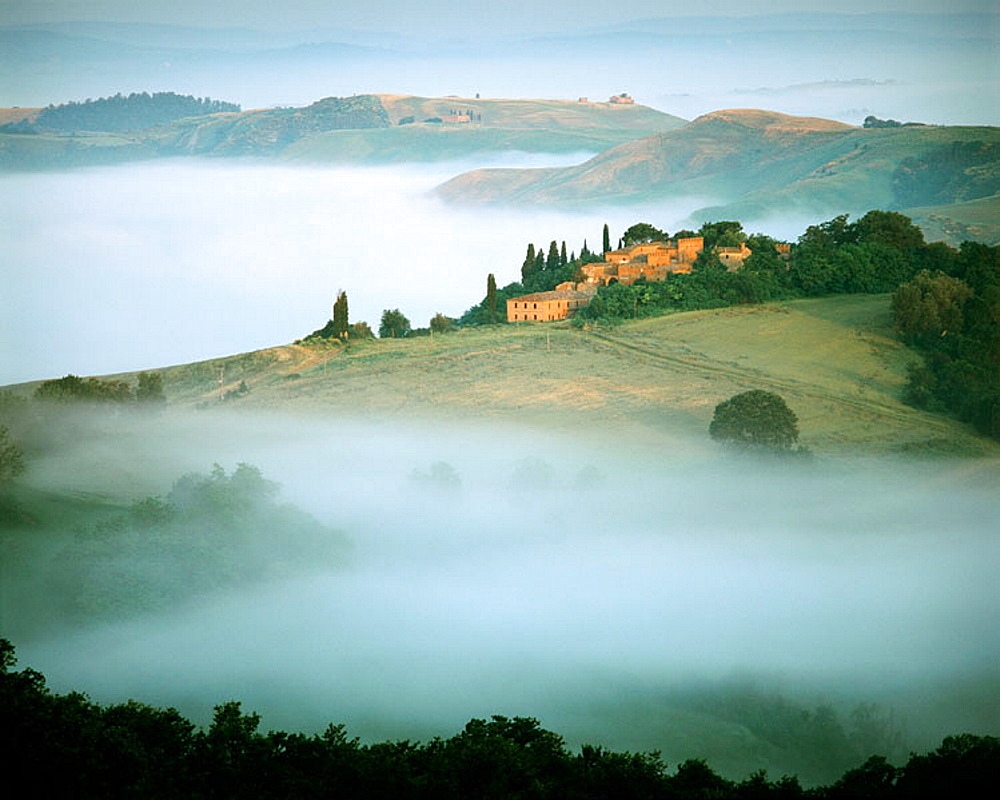 Val d'Orcia, Tuscan landscape at sunrise, Italy - 817-106082