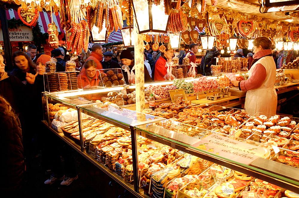 Germany Bavaria (Bayern) Nurnberg (Nuremberg) Christmas Market (Weihnachtsmarkt) - 817-111639