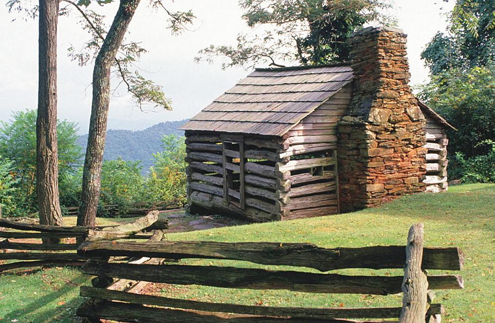 Split rail fence, Trails Rough Log cabin, Blue Ridge Parway, Virginia, USA