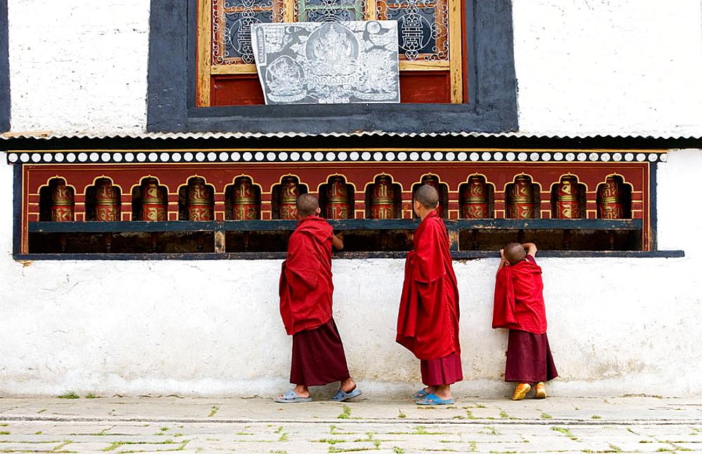 Bhutan, Buthang Valley, Jankar, Tashing Goemba Monastery, Buddhist monk, MODEL RELEASE # 954