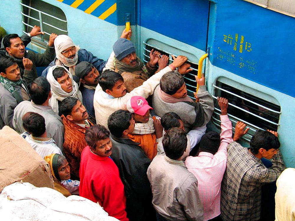 Passengers entering into the train, Old Delhi, India