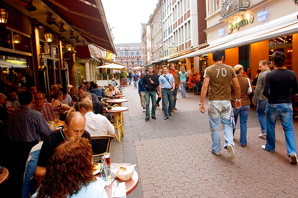 Germany, North Rhine Westphalia, Dusseldorf, People sitting outside a cafe in the Altstadt (Old Town)