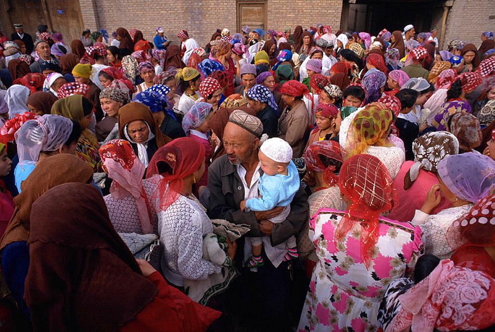 Sunday market at Kashgar (Kashi), Uighur Autonomous Region of Sinkiang (Xinjiang), China