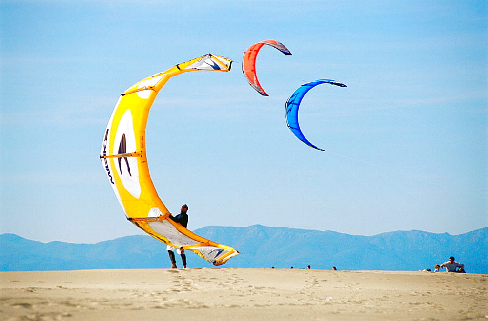 Kite surfers, Sant Pere Pescador, Girona province, Spain