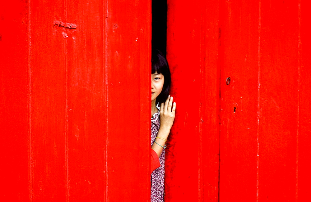 Chinese girl behind the red door, Port Louis, Mauricius