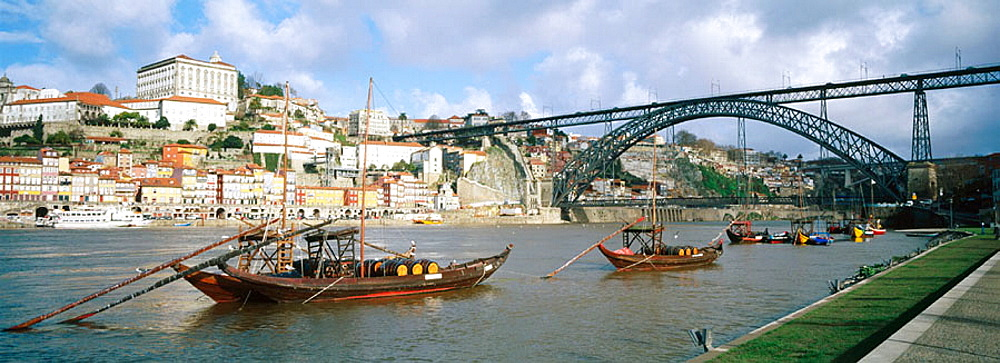 Dom Luis I Bridge and Rabelos (typical ships) on the Douro river, Vila Nova de Gaia, Porto, Portugal