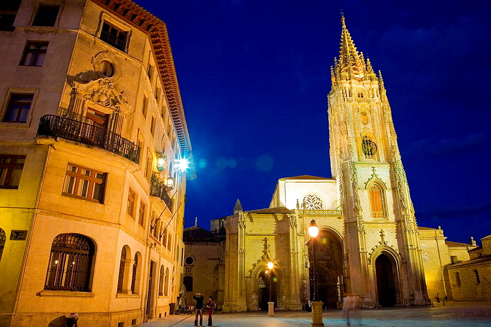 San Salvador Cathedral at night, Plaza de Alfonso II el Casto, Oviedo, Asturias, Spain