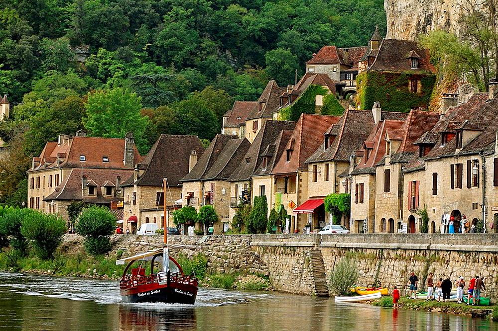 Castelnaud-la-Chapelle and Dordogne river, Perigord, France