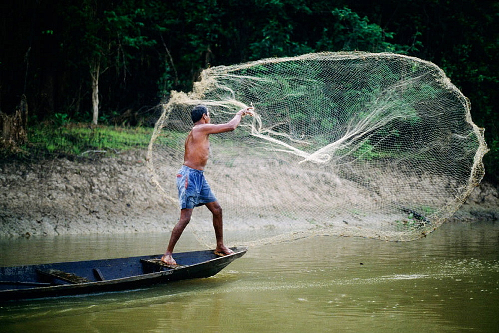 Outstrecheted net being spread through the Amazon river. - 817-170096
