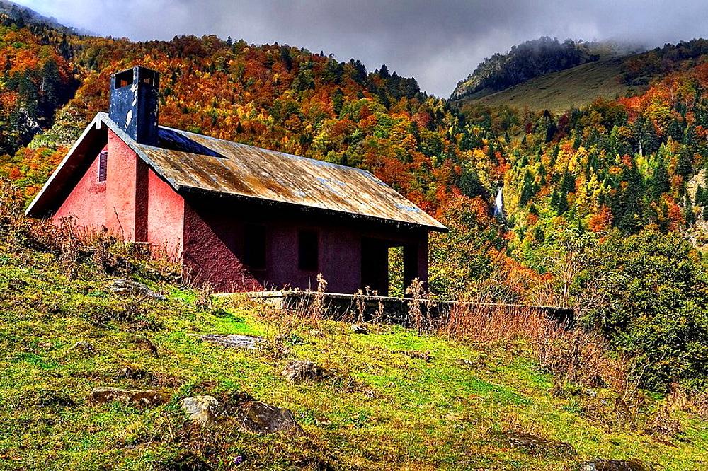 Lodge, Artiga de Lin valley, Vall dAran, Pyrenees Mountains, Lleida province, Catalonia, Spain