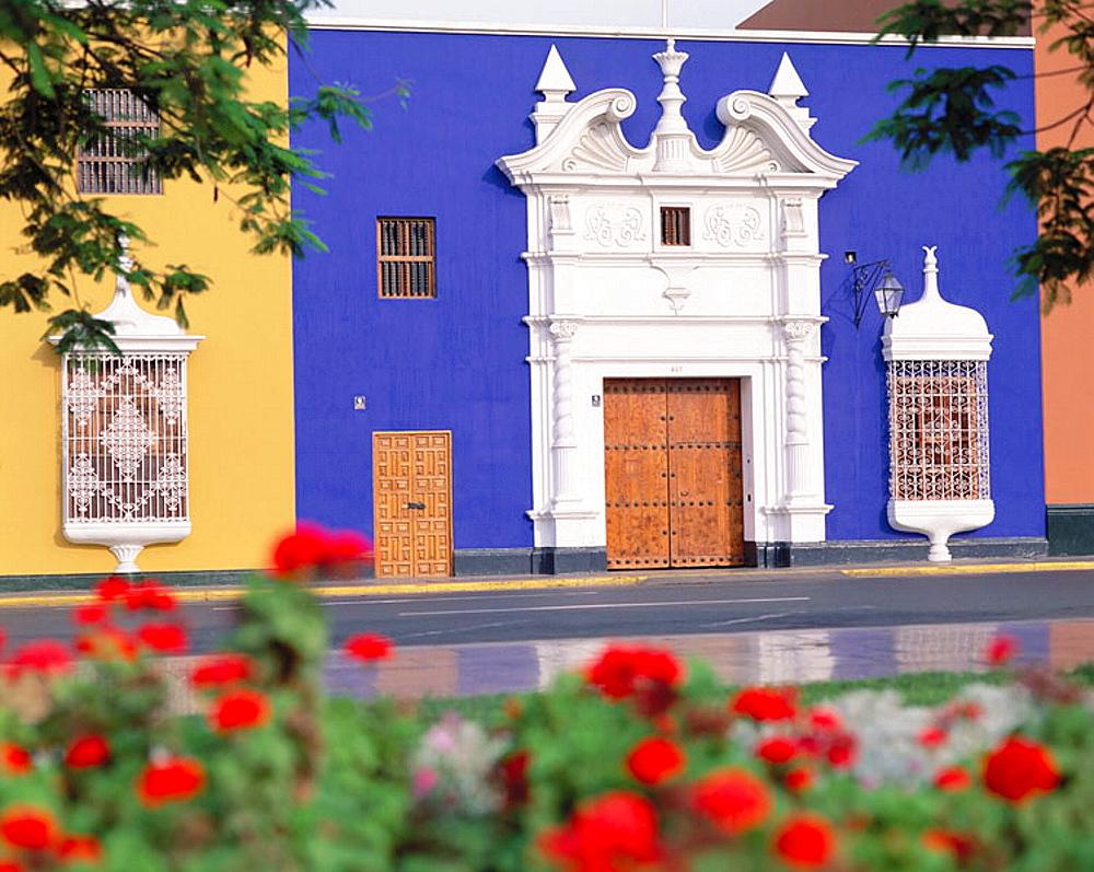Peru, Trujillo, Plaza de Armas - 817-18721