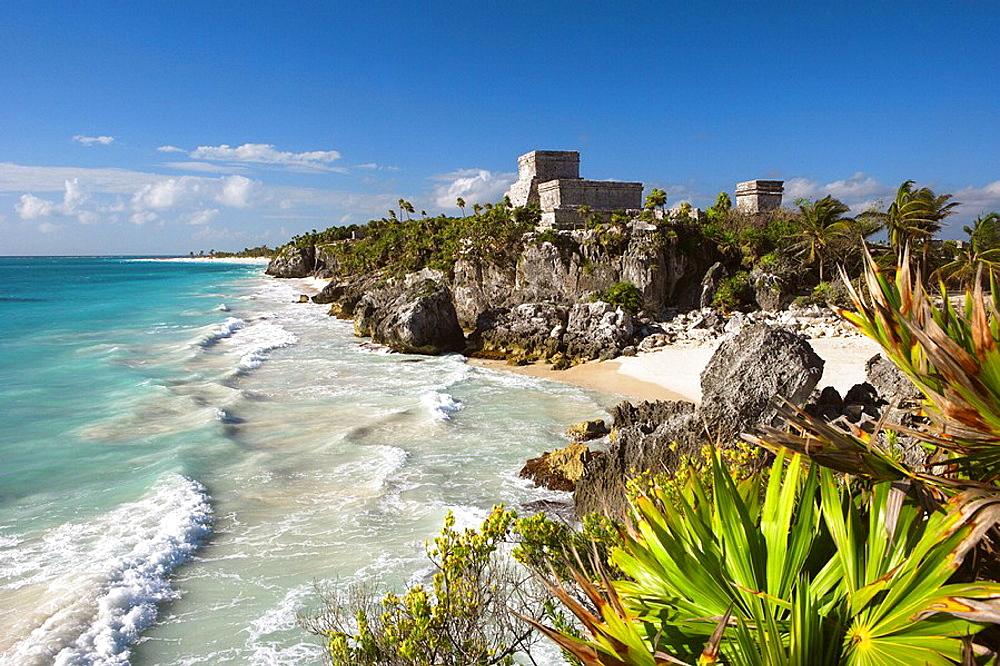 El Castillo' bldg, Maya Ruins of Tulum, Mayan Riviera, Quintana Roo, Mexico.