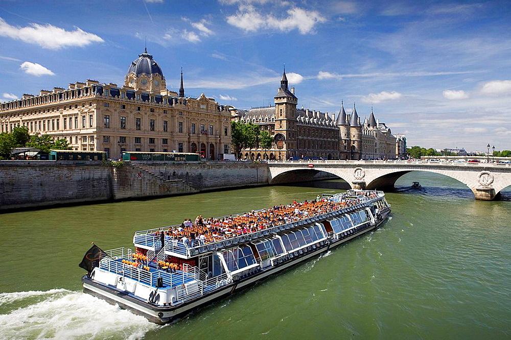 ÔøOle de la Cite and Seine river, Paris, France
