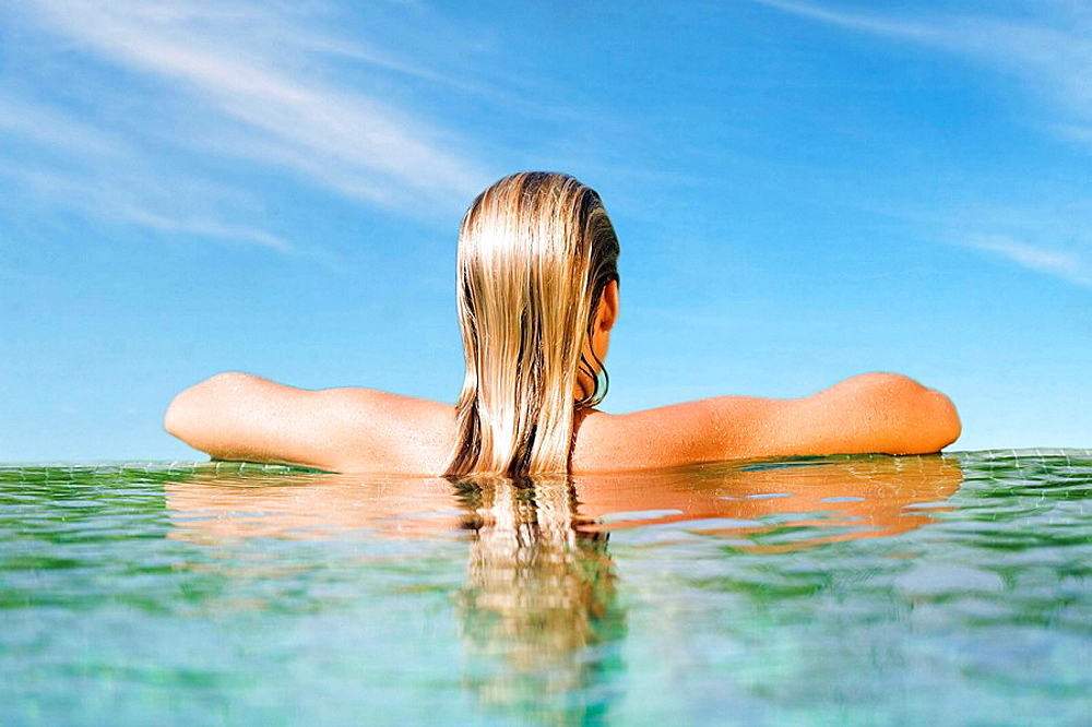 Back view of a woman in a pool - 817-208336