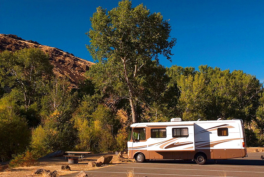 Motorhome, Yakima River Canyon Scenic and Recreational Highway, Washington, USA