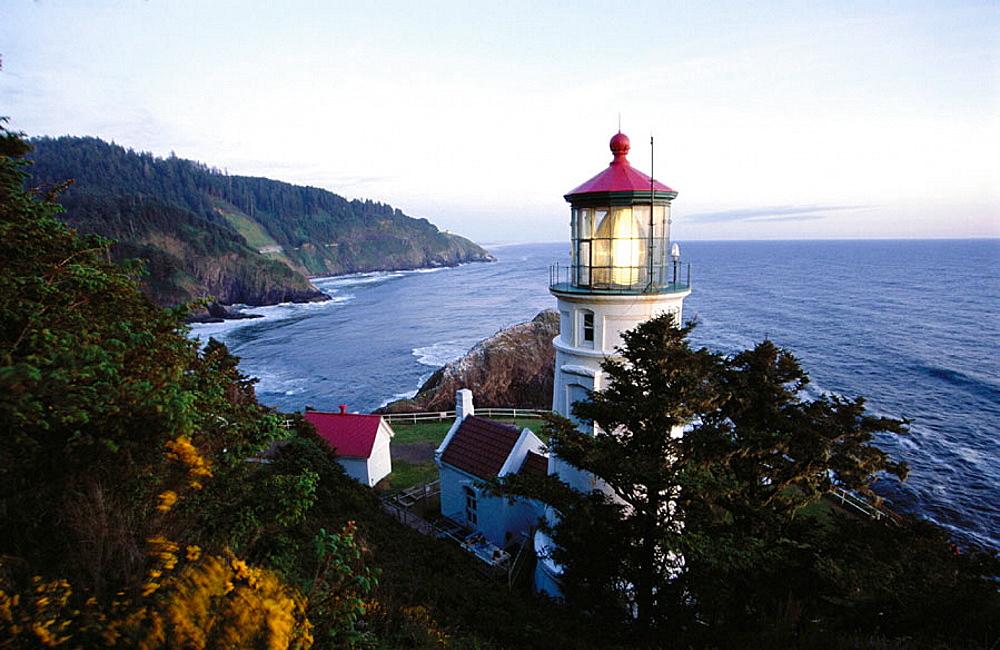 Heceta Head Lighthouse, Devil's Elbow State Park, Oregon, USA