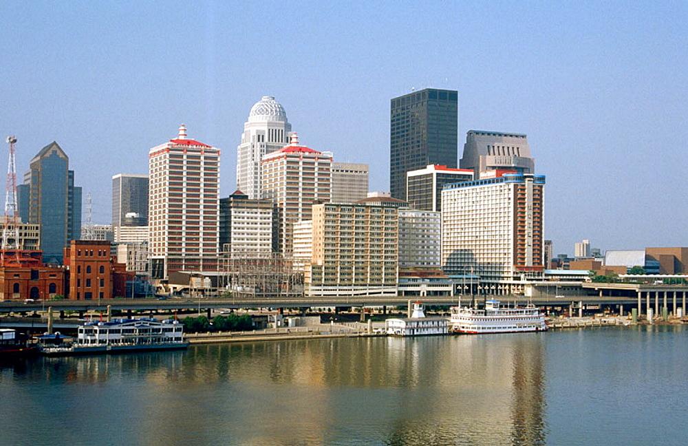 Ohio River, Louisville, Kentucky, USA.