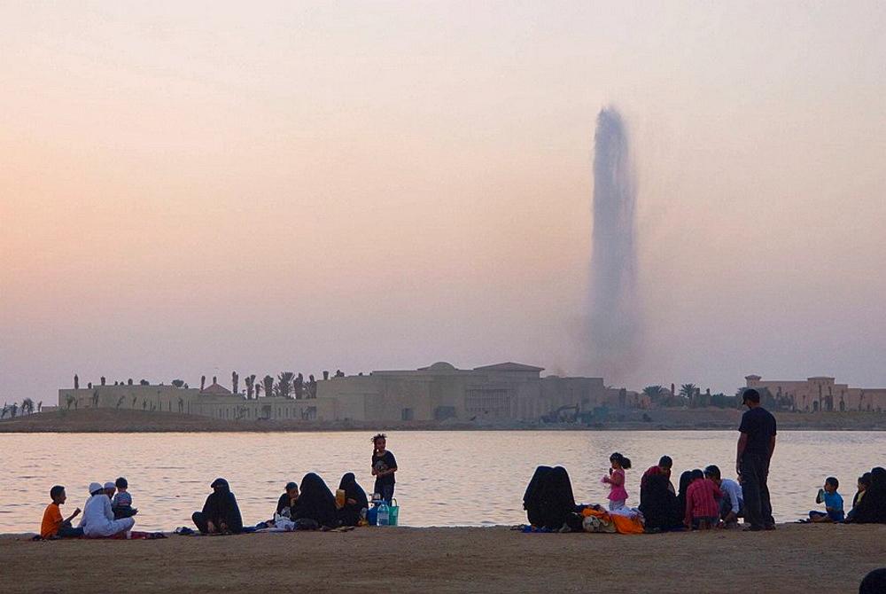 Saudi Arabia, Jeddah, Red Sea, people along the corniche at sunset