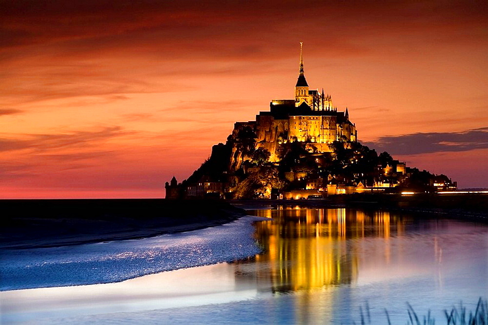 St Michaels Mount and its Bay at sunset, Manche Department, Basse-Normandie region, Normandy, France, Europe (july 2008)