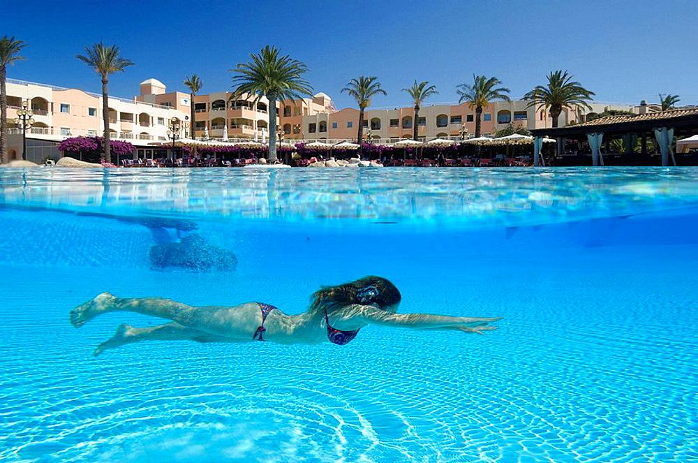 Girl in swimming pool in luxury hotel. - 817-226762